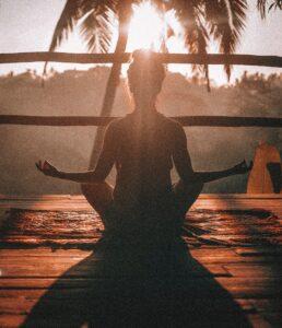 Meditation i solens varme stråler